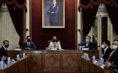 La ministra Reyes Maroto visita Alcalá de Henares y mantiene una reunión con los alcaldes de la comarca