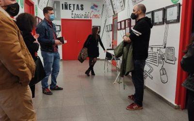 Alberto González visita las exposiciones de los alcalaínos Germán Blasco y David Escarpa en la Casa de la Juventud