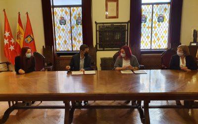 El alcalde firma un convenio de colaboración con la Asociación de Familiares de Enfermos de Alzheimer