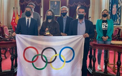 El alcalde Javier Rodríguez Palacios recibe en el Ayuntamiento a deportistas de Alcalá de Henares
