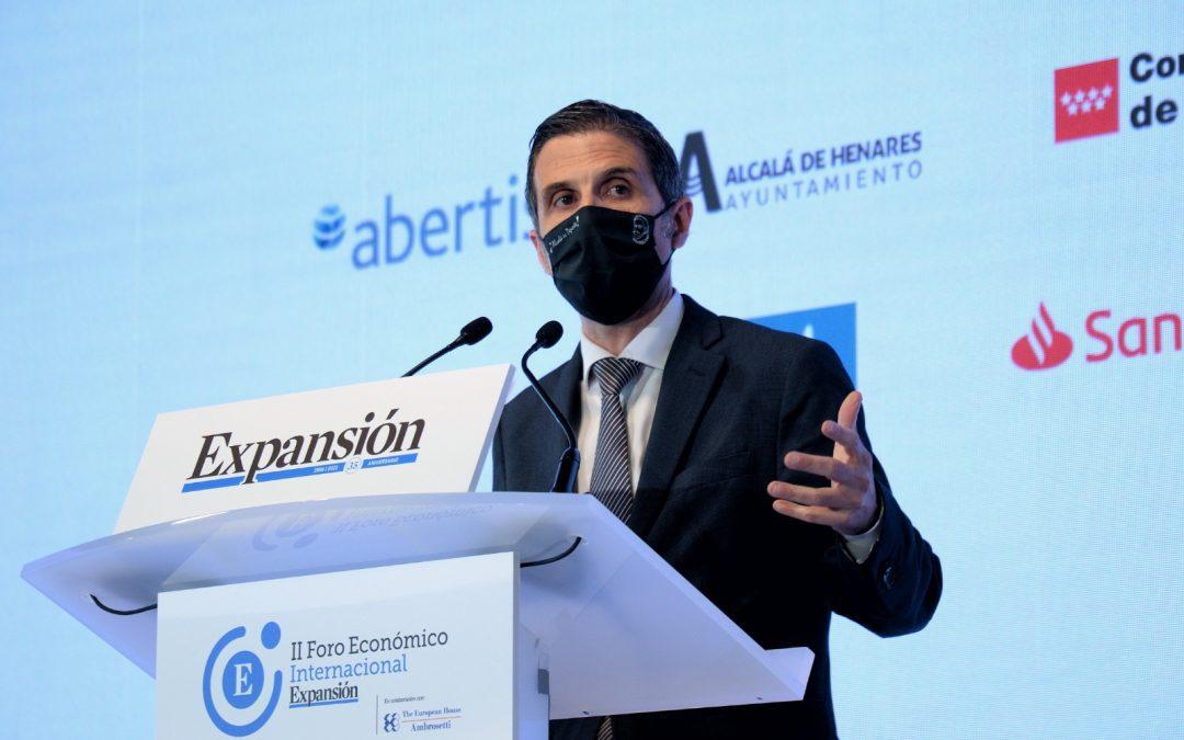 El alcalde Javier Rodríguez Palacios en la apertura del Foro del diario económico Expansión en Alcalá de Henares