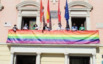 El Ayuntamiento se viste de arcoíris para celebrar el Orgullo AH 21