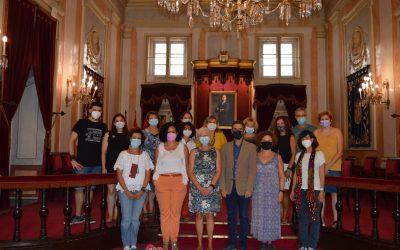 """El alcalde recibe a profesores del Colegio Calasanz que desarrollan el programa internacional """"On the shoulders of Giants"""""""
